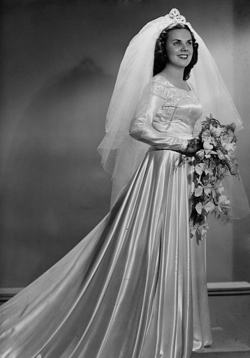 Mi mamá en su traje de boda